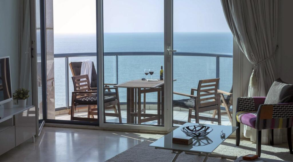 breezy sea view apartment in tel aviv